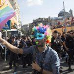 Turchia: botte ai gay