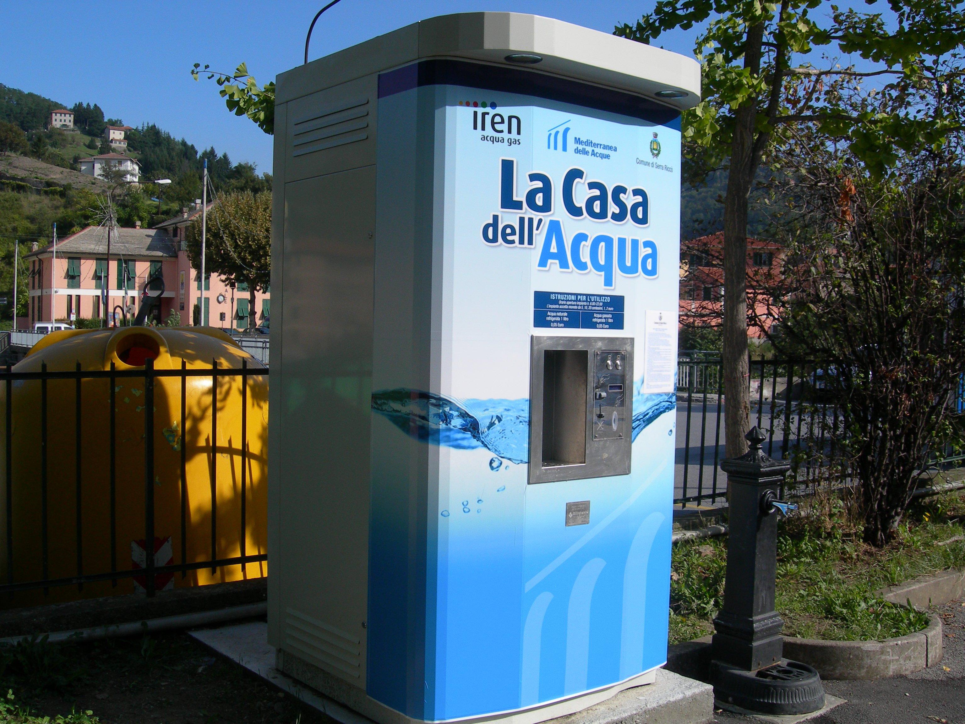 Acqua vita o soldi for Casa comunale