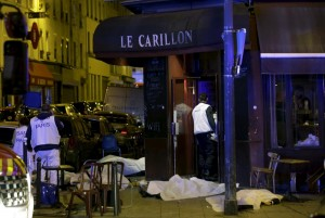 ATTENTION EDITORS - VISUAL COVERAGE OF SCENES OF INJURY OR DEATH A general view of the scene that shows the covered bodies outside a restaurant following a shooting incident in Paris, France, November 13, 2015. REUTERS/Philippe WojazerTEMPLATE OUT TPX IMAGES OF THE DAY