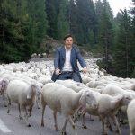 L'autismo di Renzi e le capriole di Grillo